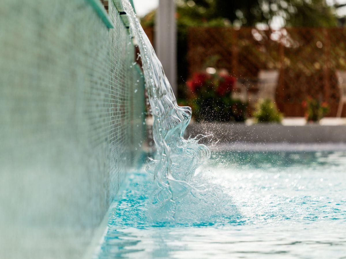 A milano tutti in piscina a ferragosto cultura a colori for Piscina suzzani